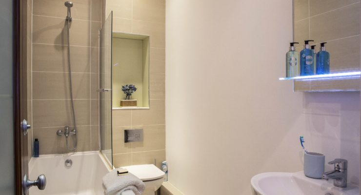 Finchley Apartment 2 bathroom