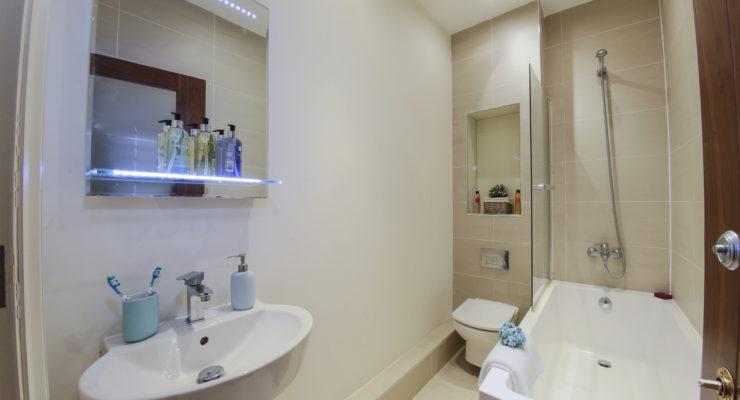 Finchley Apartment 3 bathroom